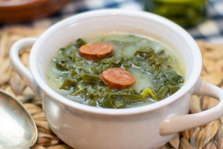 Soupe au chou et au chorizo – Caldo Verde du Portugal